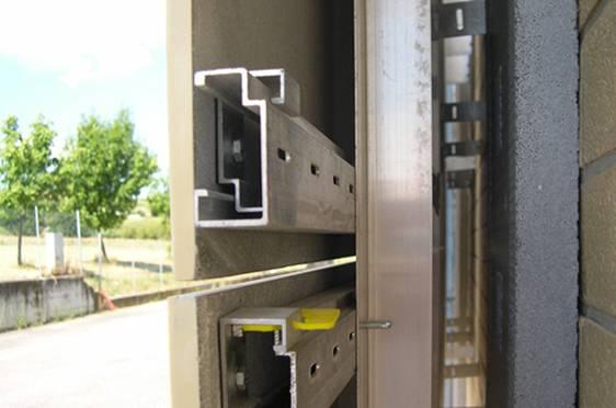 Sistema di ancoraggio per lastre Marmoresina da esterno